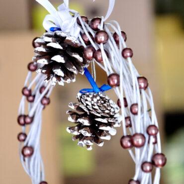 Venček iz perl in cvetličarske žice