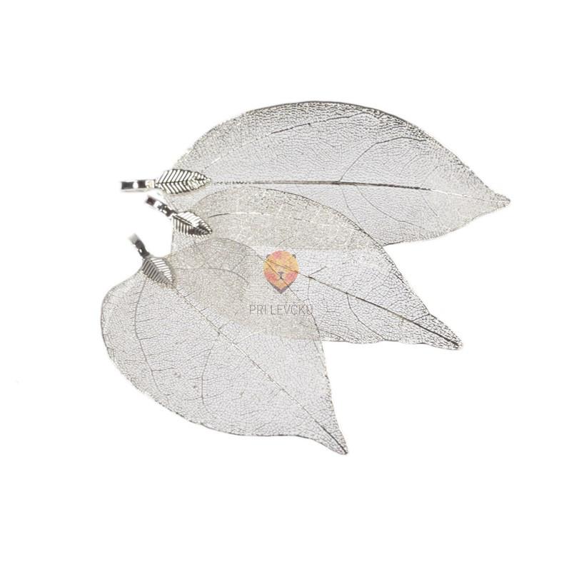 Obesek metalizirani listi srebrne barve 3,5cmx6cm 3 kosi