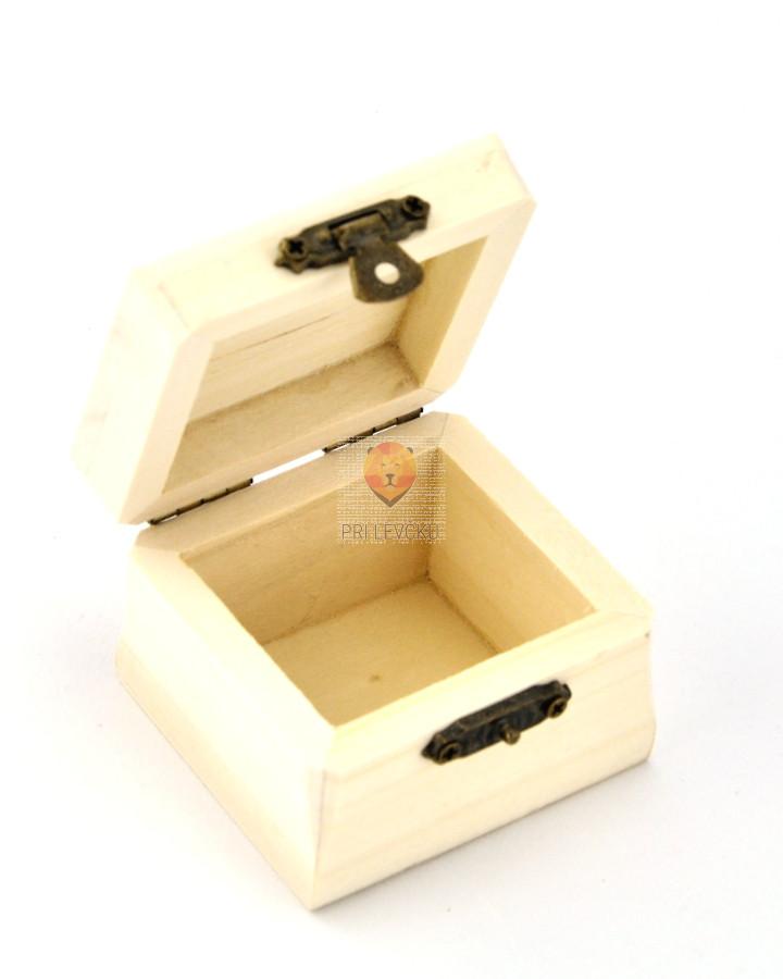 Kvadratna lesena škatlica - masivna