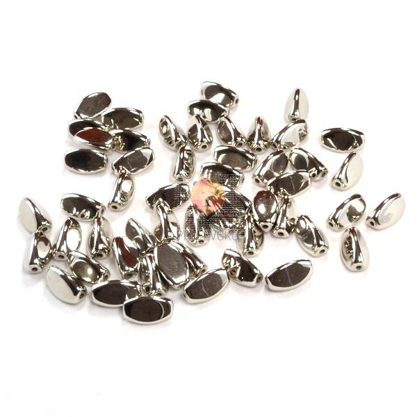 Perle PVC kovinski izgled, trikotne, srebrne barve 40g