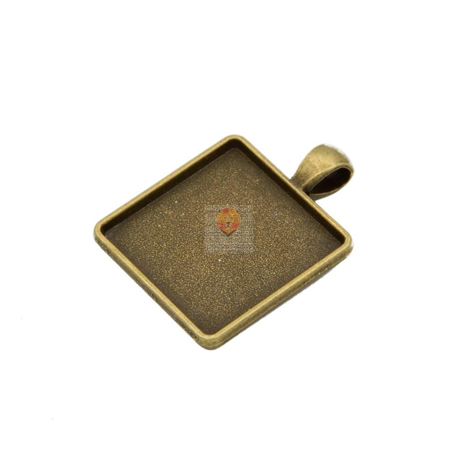 Kvadratni medaljon 25 x 25 mm, barva starega zlata, 1 kos